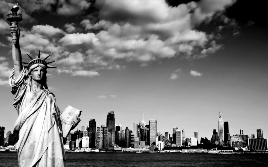 Statue-of-liberty-NYC-Black-and-white-photography-10
